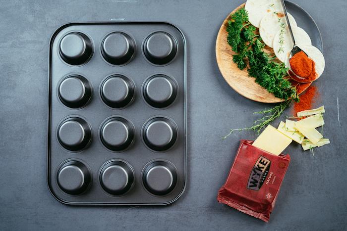 Teglai da muffin rovesciata, mini tortillas rotondi, cosa mettere nelle tortillas