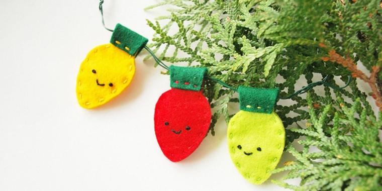 Creazioni di Natale fatte a mano, ghirlanda con fragole di feltro, albero di Natale