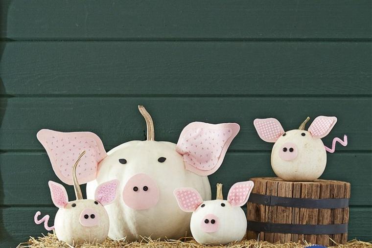 Zucche travestite da maiali, decorazioni per Halloween, tronco di legno con zucca