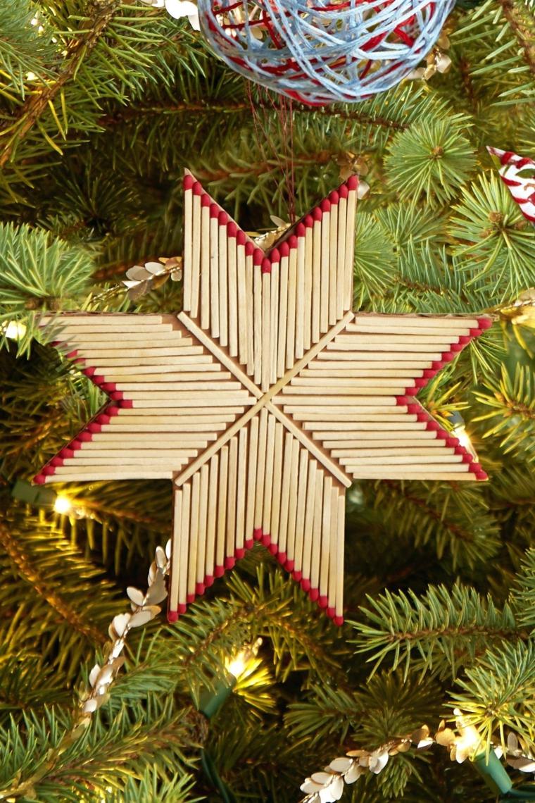 Creazioni di Natale fatte a mano, stella con fiammiferi, albero di Natale con addobbi