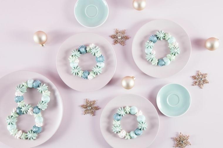 Palline di Natale e stelle, meringhe forma fiocchi di neve, lavoretti di natale facili