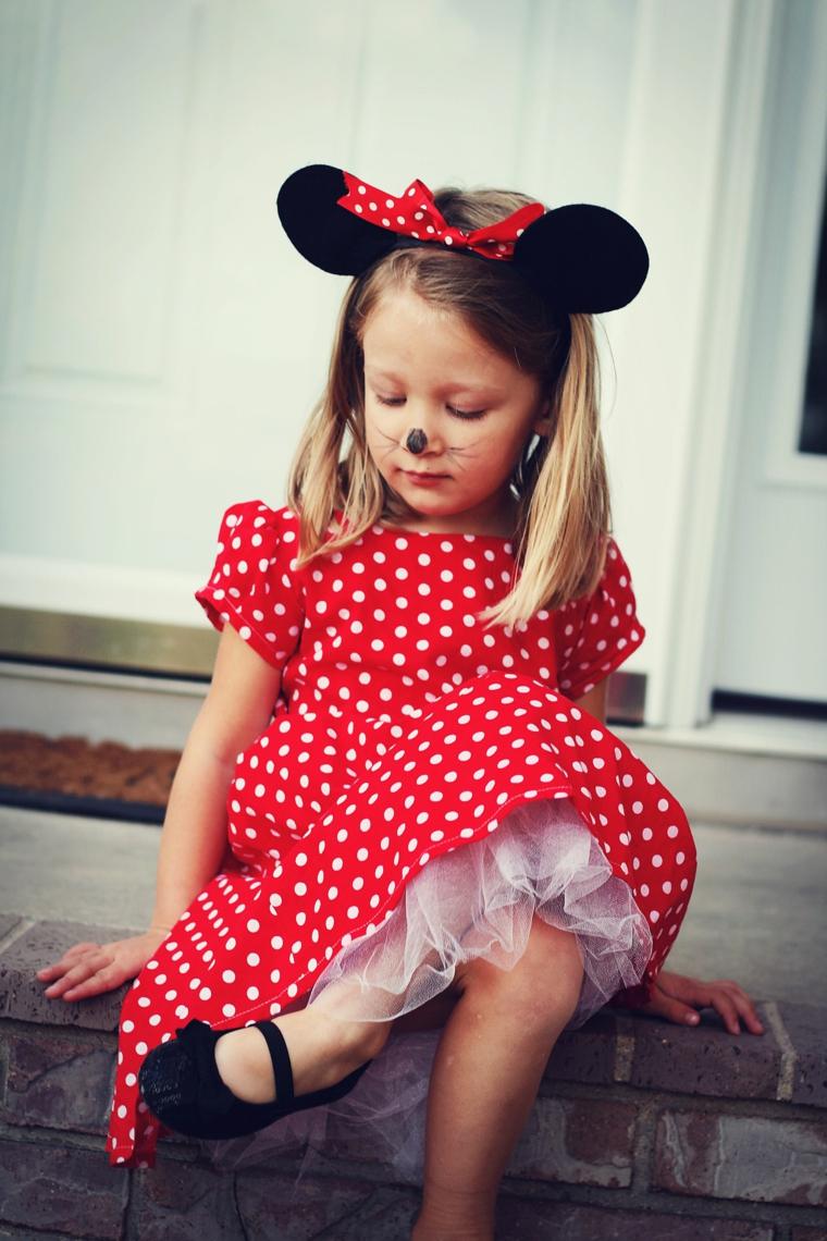 Bimba truccata da Minnie Mousse, trucco halloween bimba, vestito rosso a pois