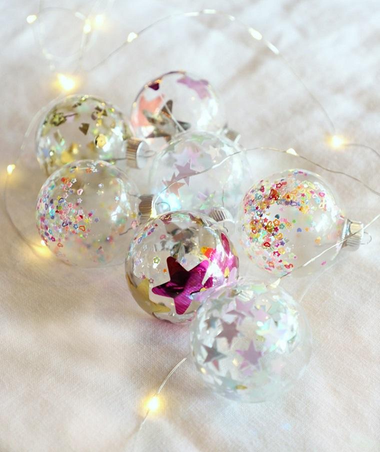 Coriandoli a forma di stella, palline trasparenti fai da te, alberi di natale originali