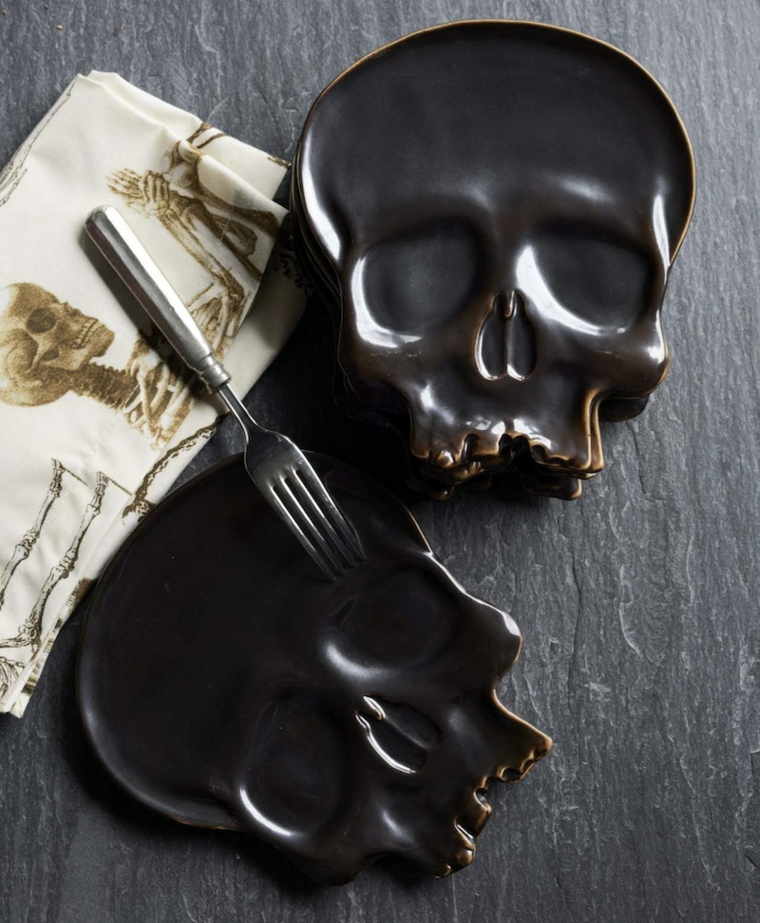 Piatti forma teschio per Halloween, tovagliolo di stoffa con print, tavola apparecchiata