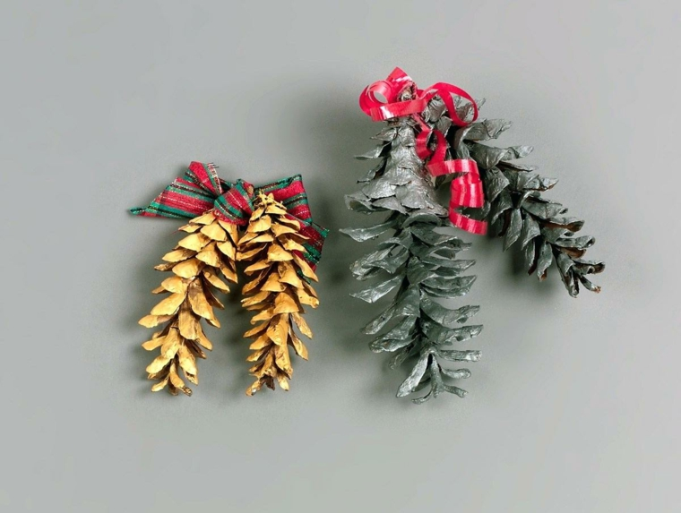Addobbi con pigne, decorazioni di Natale, pigne dipinte, filo rosso arricciato