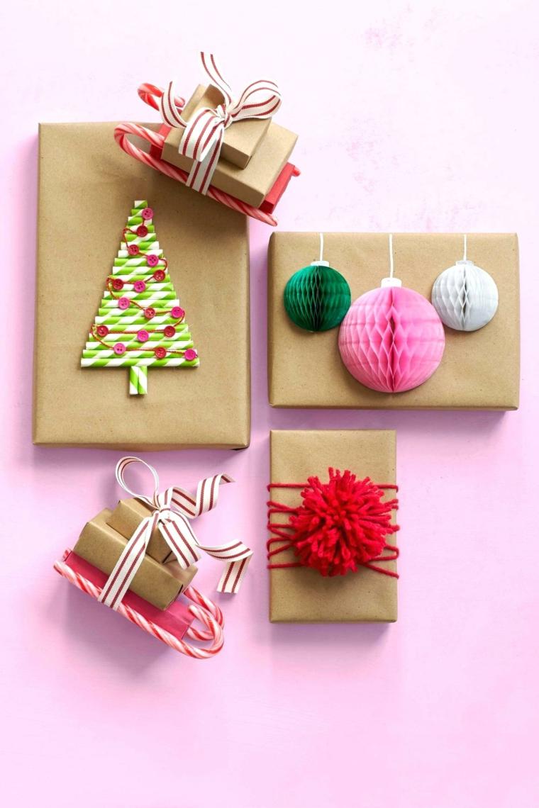 Pacchi regalo di Natale, decorazione con cannucce a forma di albero, pom pom lana rossa