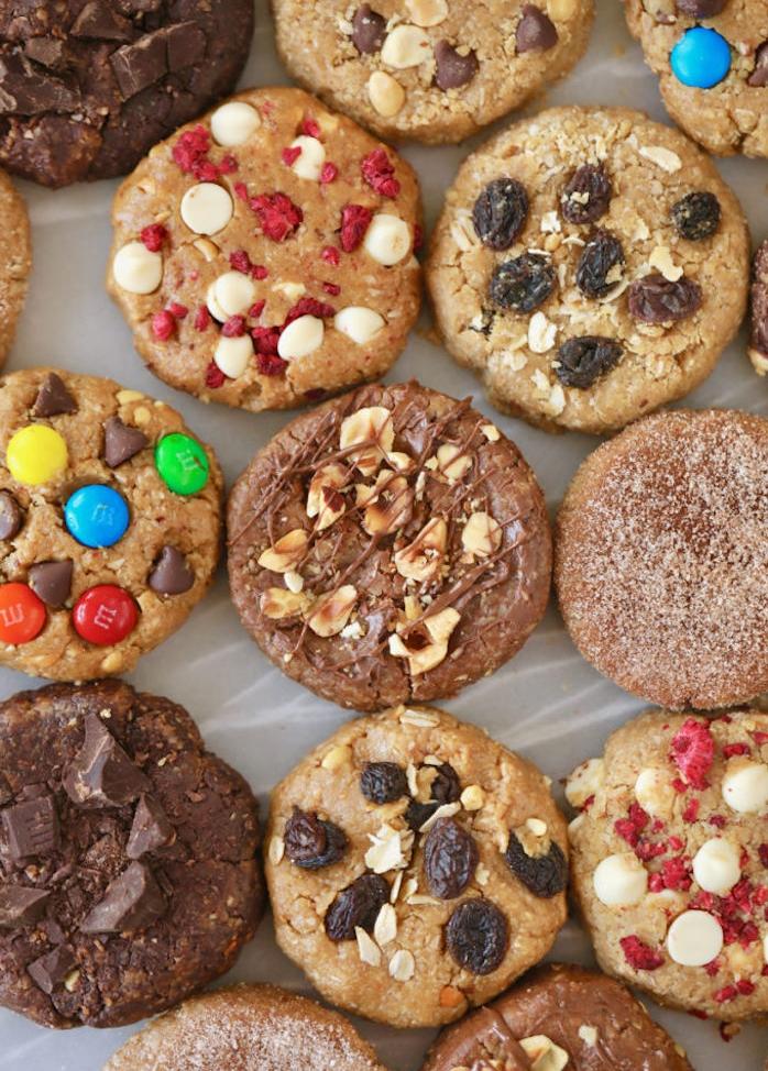 Biscotti fatti in casa ricetta, biscotti con caramelle colorate, cookies alla cioccolata