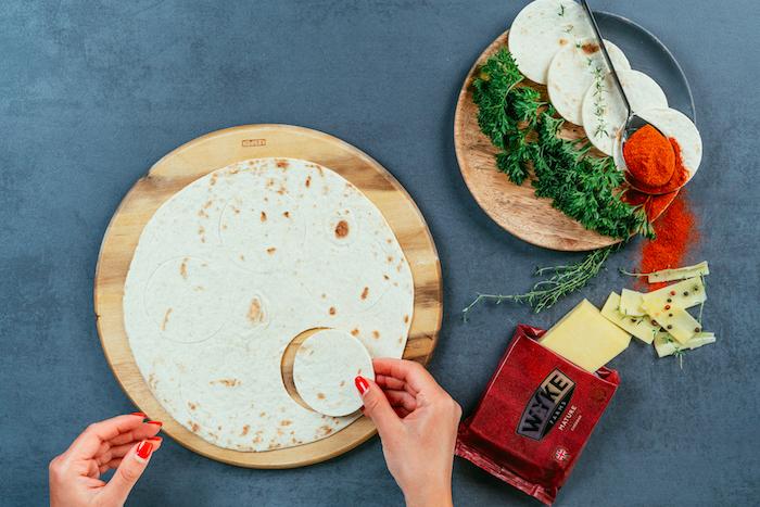 Ritagliare un cerchio, tortillas su tagliare, ricette messicane, formaggio cheddar