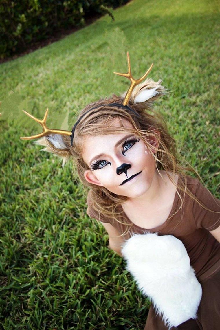 Bimba con trucco da cervo, cerchietto con corna, trucco bimba per Halloween