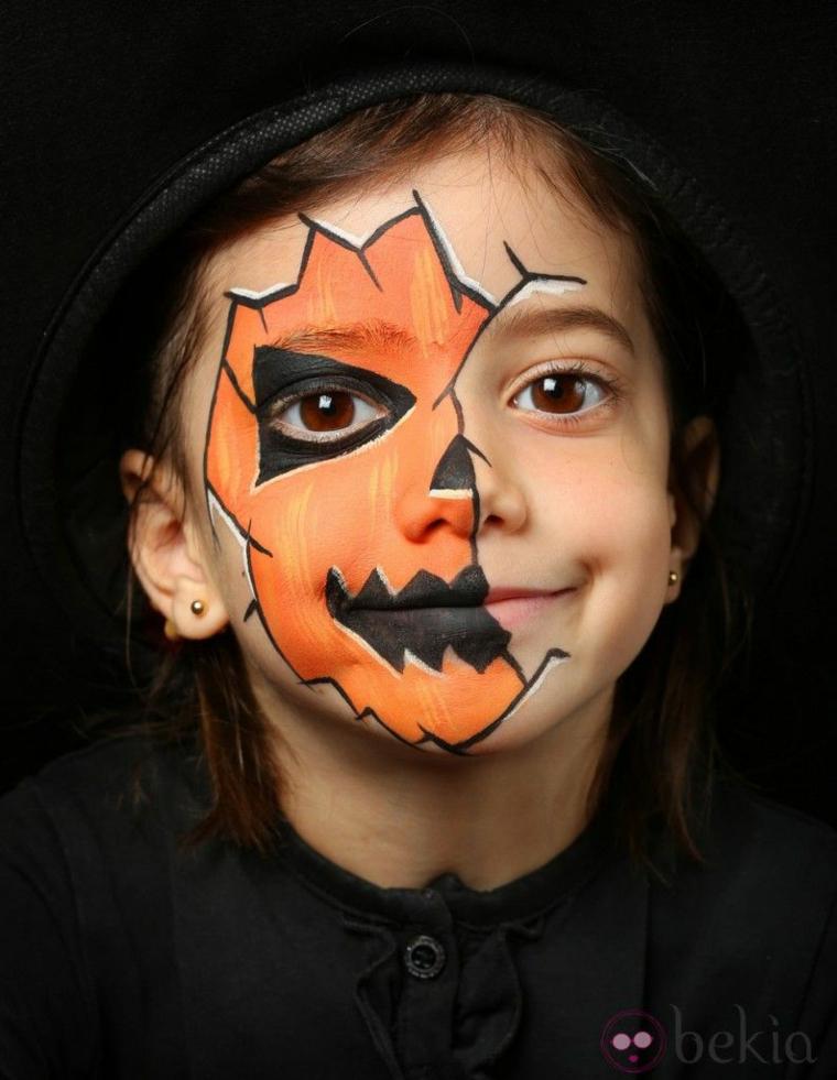 Trucco Halloween bimba, disegno zucca sul viso, make up zucca colore arancione