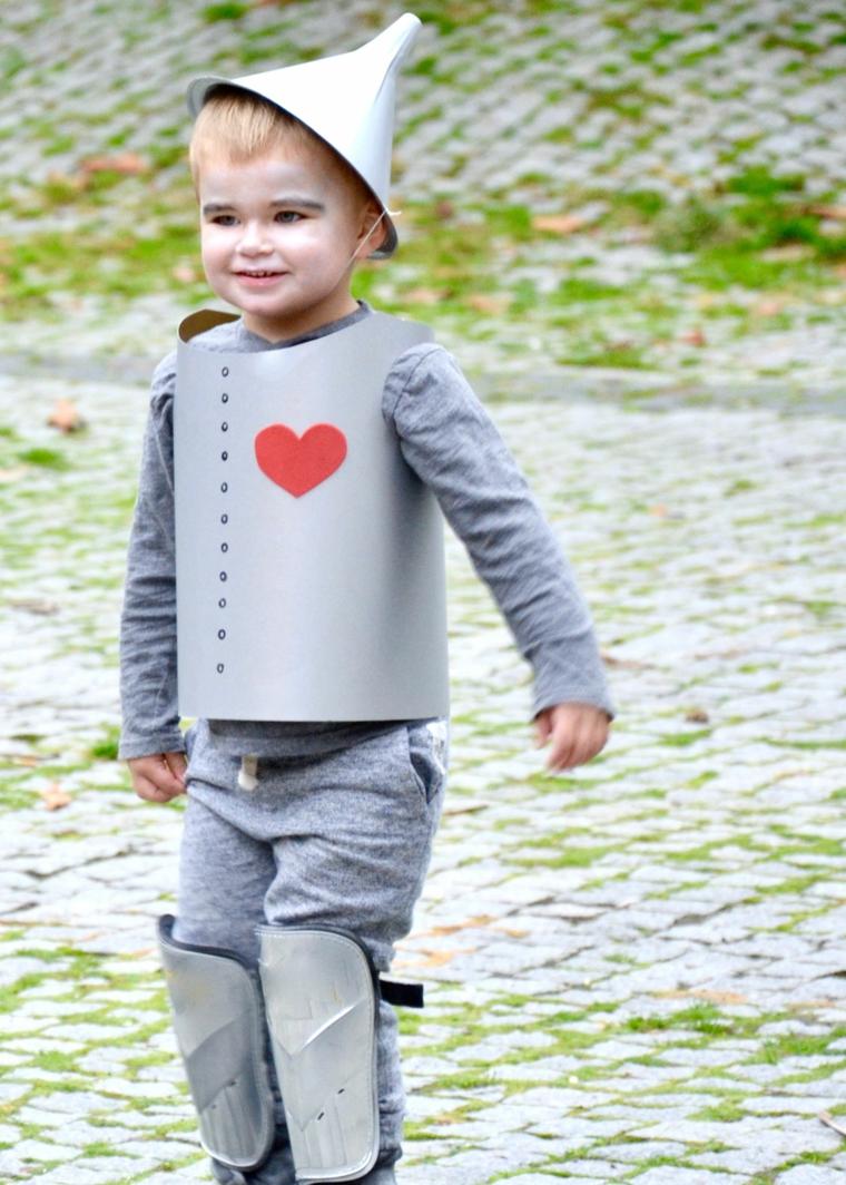 Travestimento bimbo con costume, trucchi di Halloween per bambini, base bianca make up bimbo