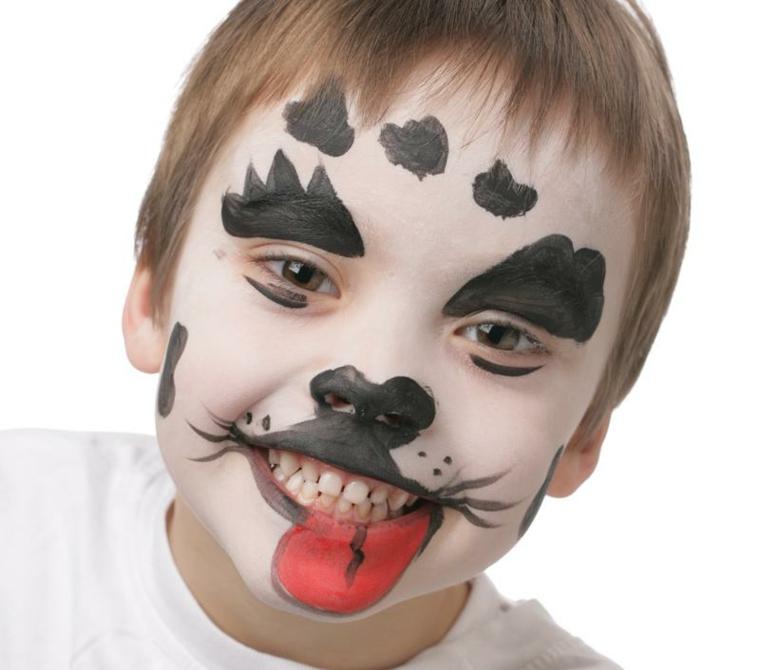 Bimbo travestito da cane, disegno sul viso, trucchi di Halloween per bambini