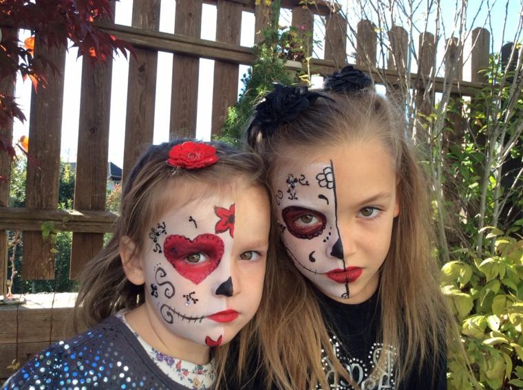 Due bimbe truccate, trucco bimbe metà viso, make up da sugar skull, trucchi per Halloween facili