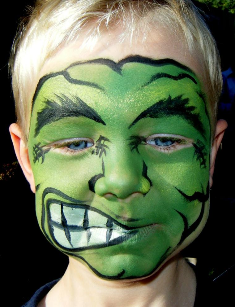 Trucco semplice Halloween, bimbo travestito da Hulk, disegno sulla faccia di un bimbo