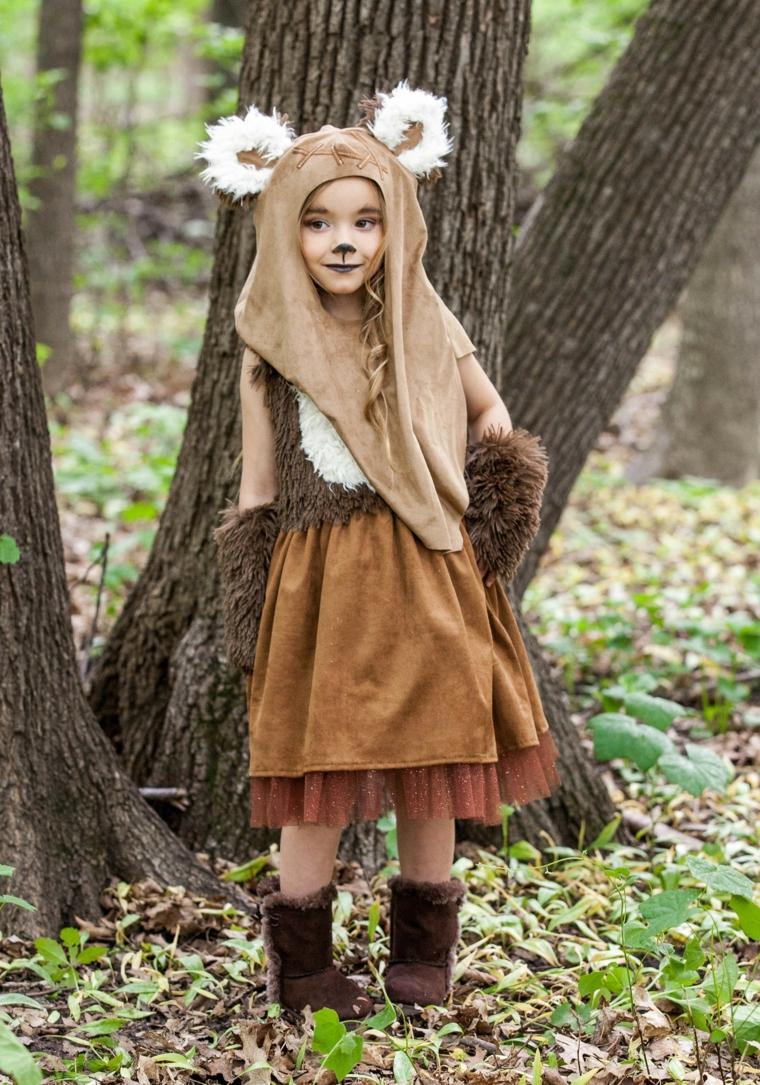 Bimba travestita da cervo, trucchi per Halloween facili, bimba con capello