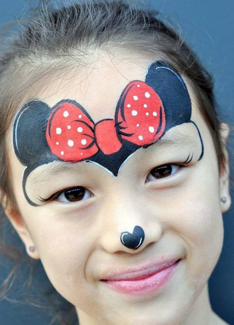 Bimba truccata da Hello Kitty, bimba truccata per Halloween, ragazzina sorridente