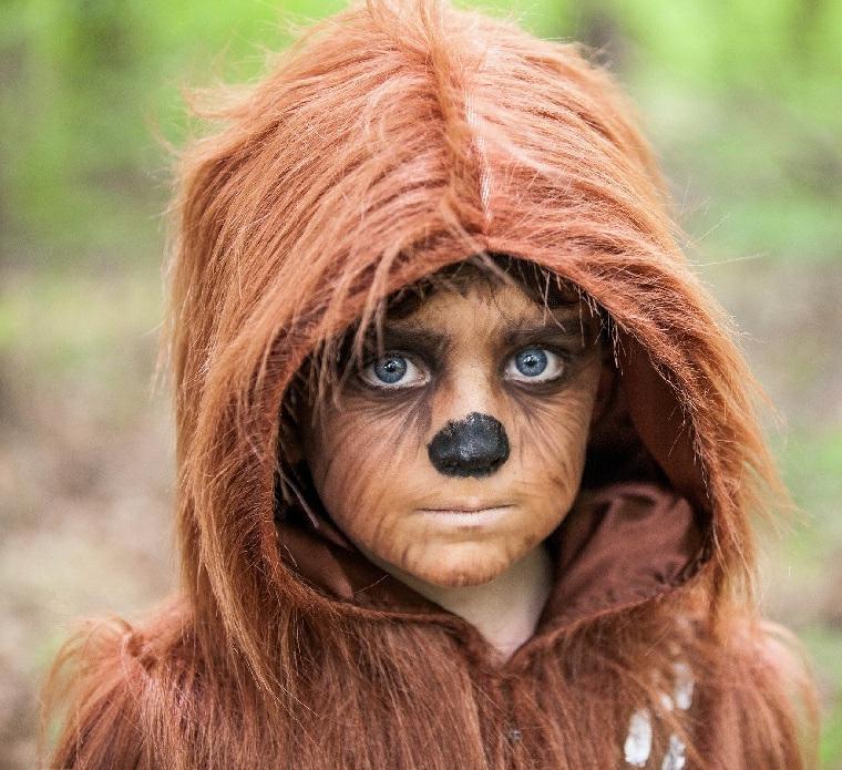 Trucchi di Halloween per bambini, costume peloso, bimbo truccato, naso con matita nera