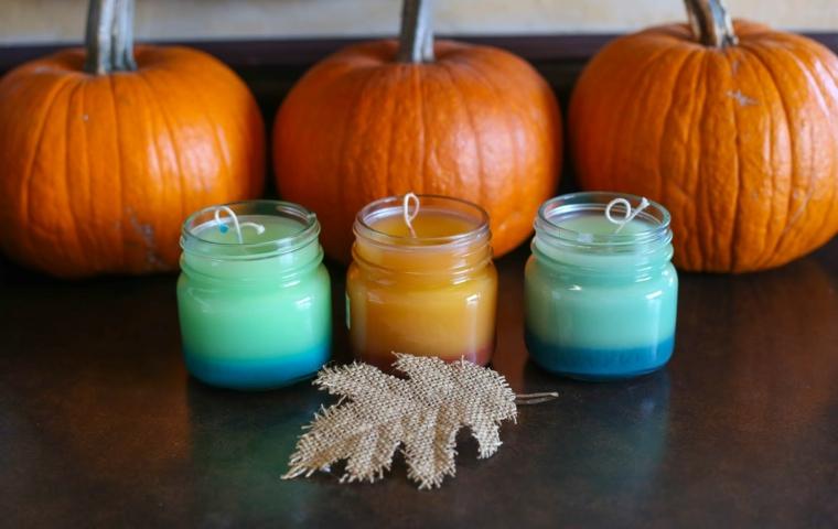 Tre candele fai da te, zucche di colore arancione, centrotavola autunnale, foglia di stoffa