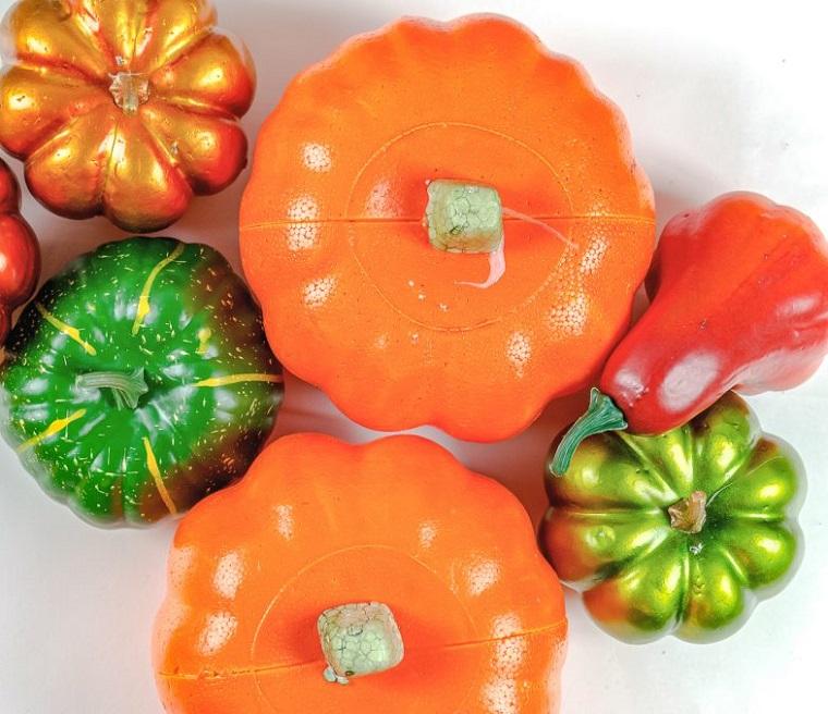 Zucche di plastica finte, lavoretti creativi per bambini Halloween, zucche finte colorate