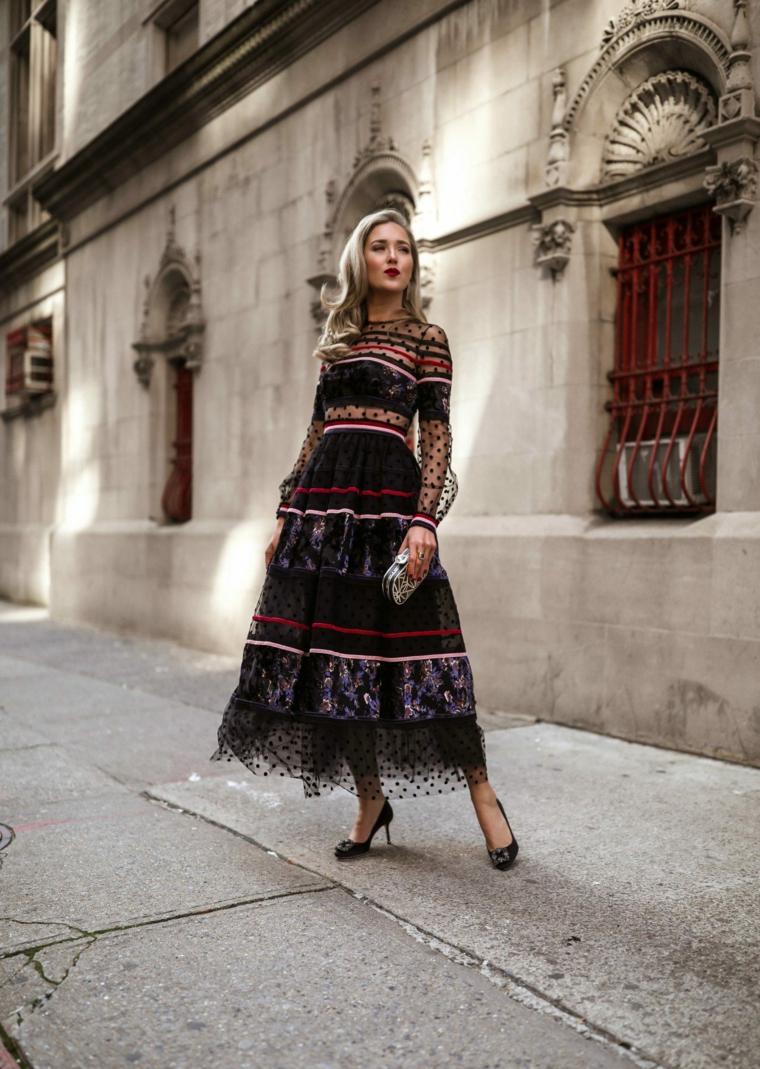 Abiti da cerimonia low cost, vestito con pizzo trasparente, donna con capelli biondi