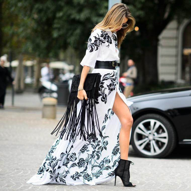 Vestiti lunghi con spacco, abito con print floreali, vestito con cintura, borsa nera con frange