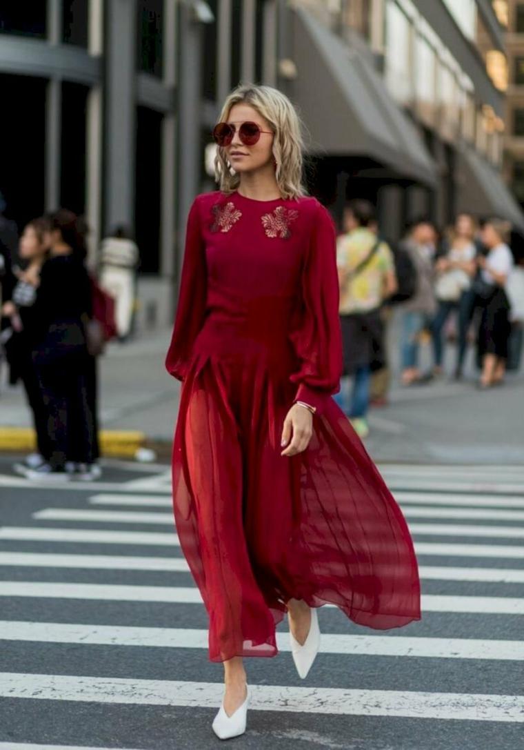 Abiti da sera lunghi, vestito di colore rosso, gonna abito in tulle trasparente, ragazza con capelli biondi