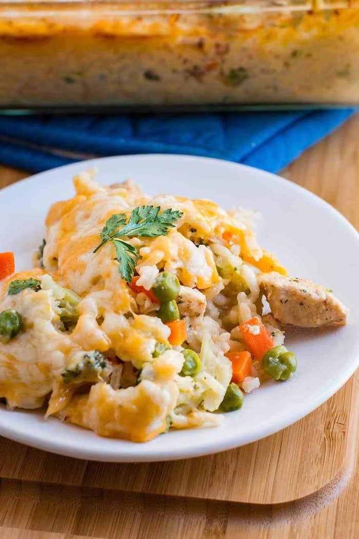 Bocconcini di pollo con cavolfiore, pollo con contorno di riso in bianco, idee per cena leggera