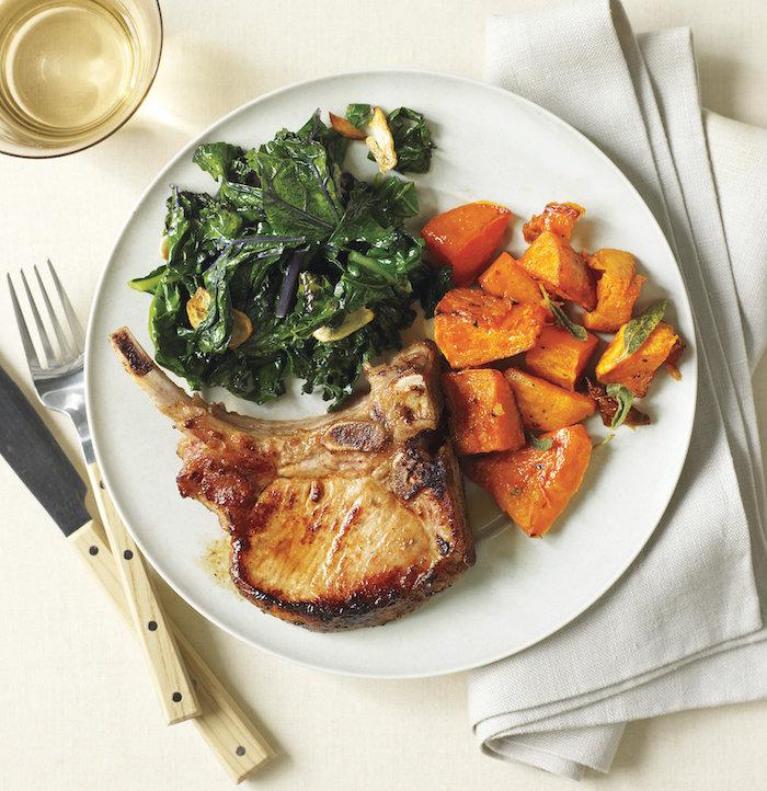 Bistecca con contorno di patata dolce, contorno di spinaci, cena leggera invernale