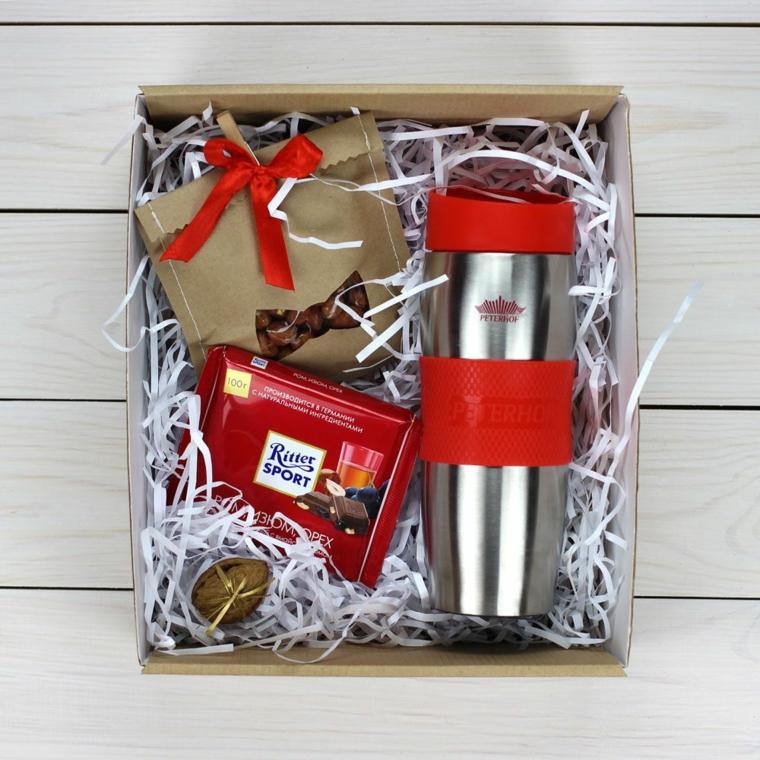 Idee regalo uomo 50 anni, scatola con regalini, tazza termica per il caffè, scatola con cioccolato