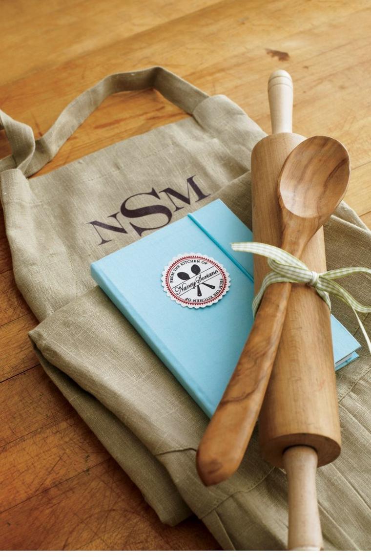 Mestoli di legno, regali di Natale per lui, grembiule personalizzato, libro con ricette