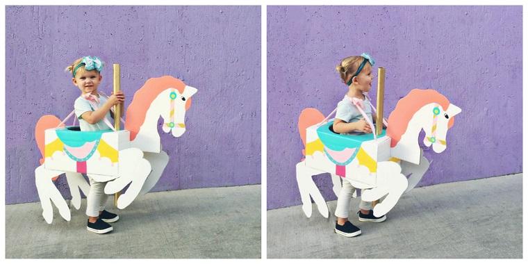 Vestiti carnevale per bambini, travestimento bimbo da cavallo, cavallo realizzato da cartone