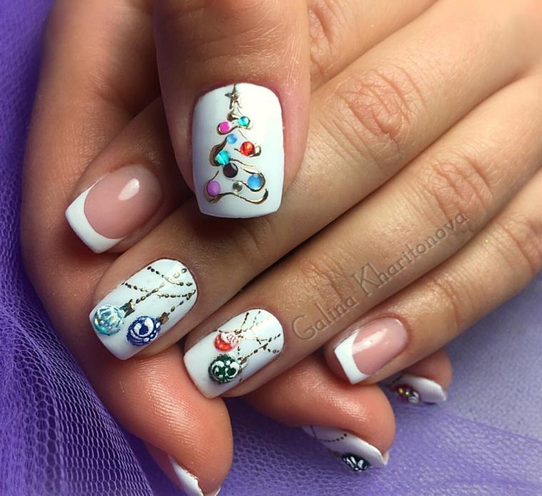 Decorazioni unghie con brillantini, smalto di colore bianco, french manicure, nails natalizie
