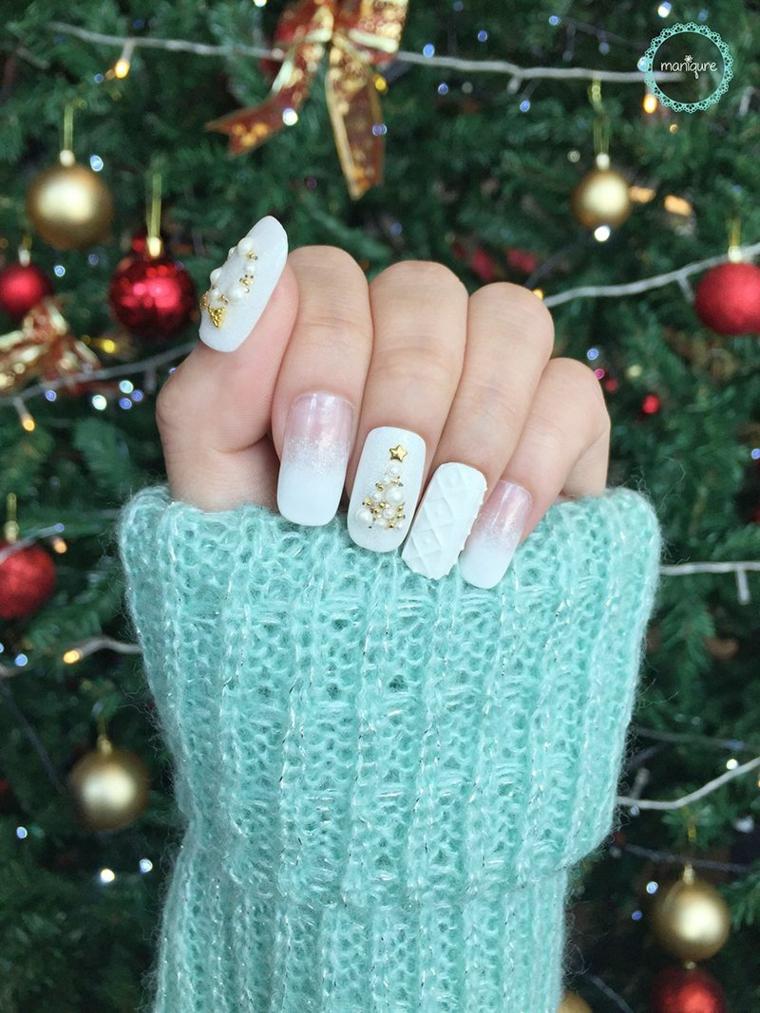 Unghie natalizie 2019, disegno smalto bianco tridimensionale, disegno albero con perline