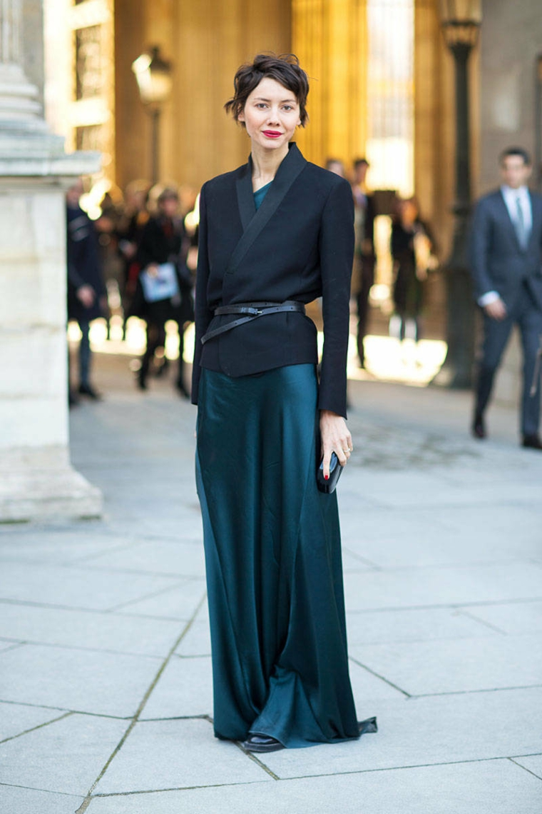 Abito verde di seta, giacca nera con cintura, capelli taglio corto, abiti da cerimonia lunghi economici
