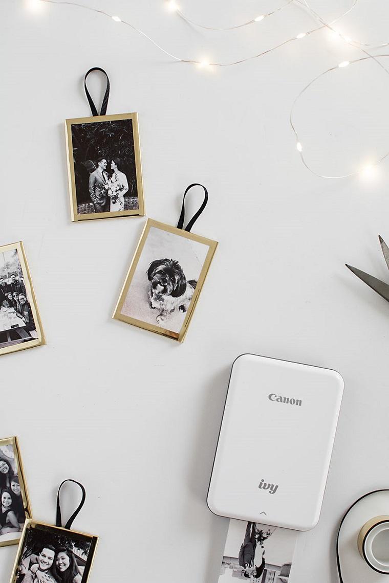 Cornice per foto, cosa farsi regalare a Natale, macchina stampante di foto, filo con lucine