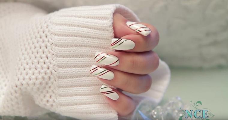 Ricostruzione unghie natalizie, smalto per unghie bianco, decorazioni con strisce