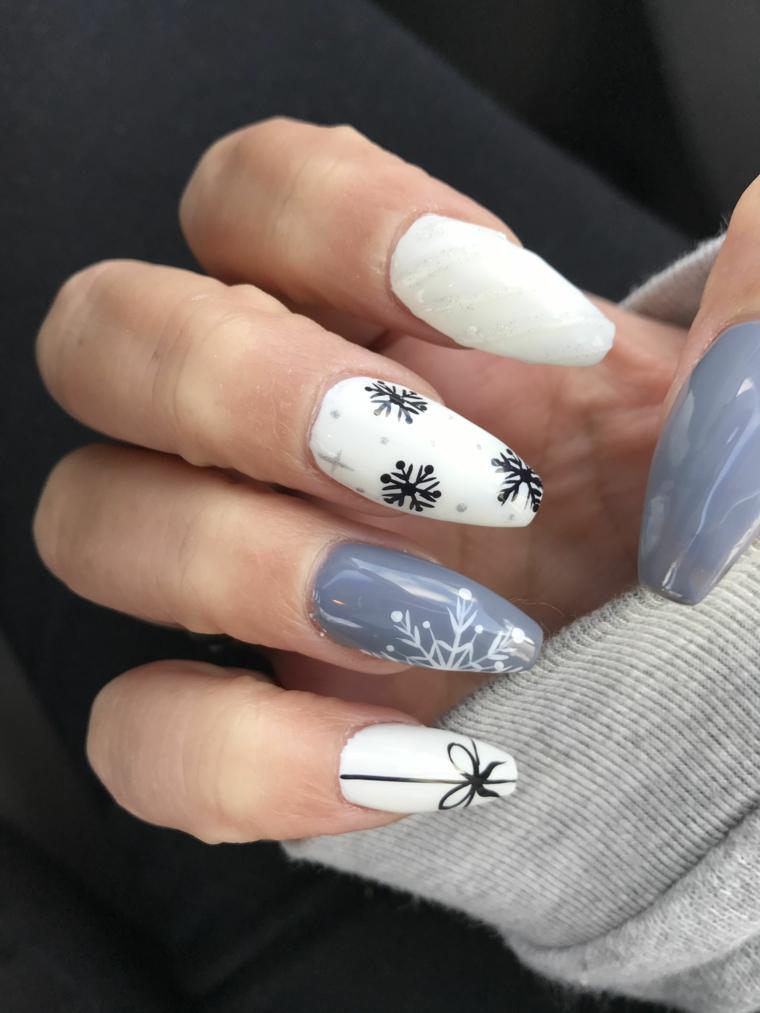 Unghie ballerina, unghie gel semplici, smalto di colore bianco, disegni fiocchi di neve