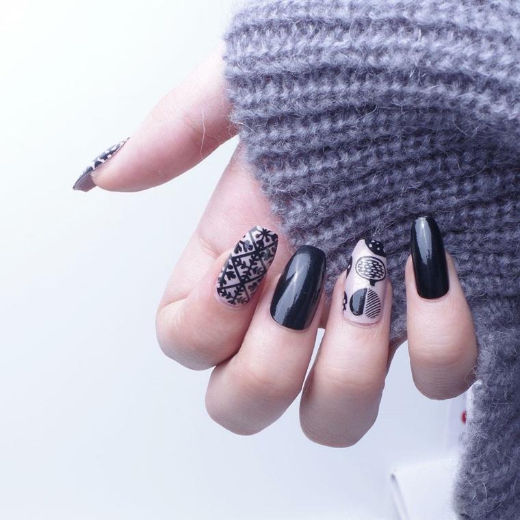 Decorazioni unghie natalizie, smalto colore nero lucido, disegni motivi natalizi