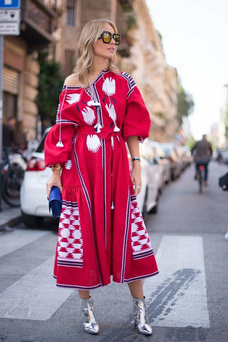 Abiti da cerimonia low cost, abito di colore rosso, vestito con manica larga, capelli biondi mossi