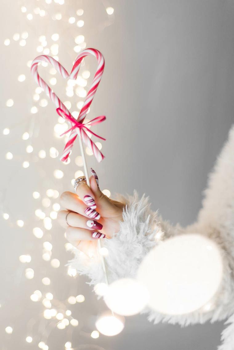 Bastoncini natalizi di zucchero, unghie forma quadrata, unghie natalizie rosso e oro
