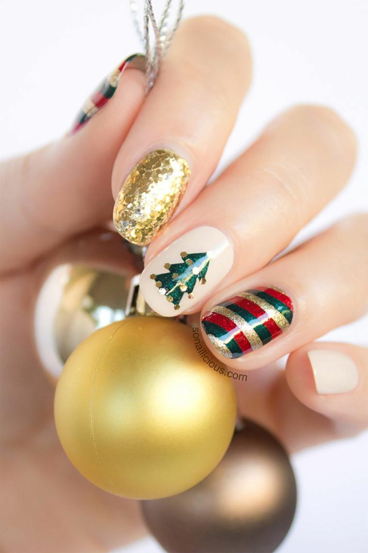 Palline natalizie colorate, unghie forma arrotondata, disegno albero di natale, unghie natalizie semplici