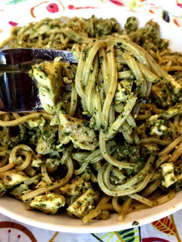 Linguine al pesto genovese, piatto di pasta, ricette facili per cena