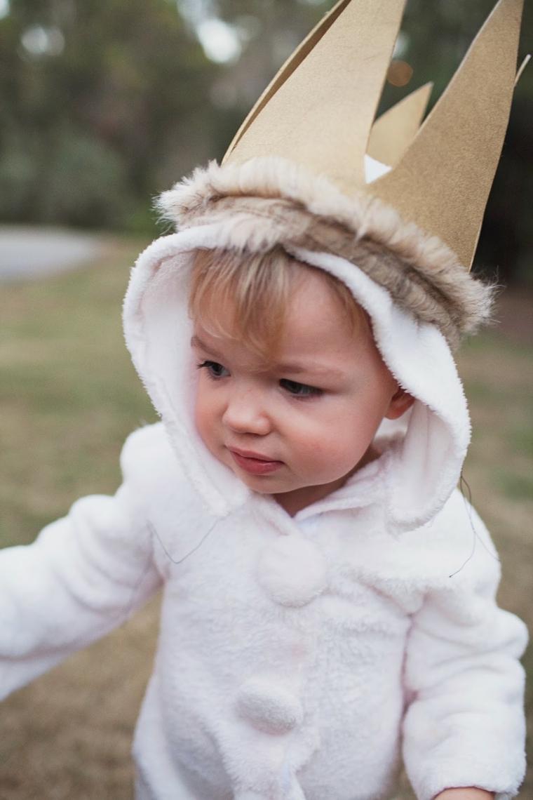 Vestiti carnevale neonato, bimbo travestito da principe, corona di feltro beige