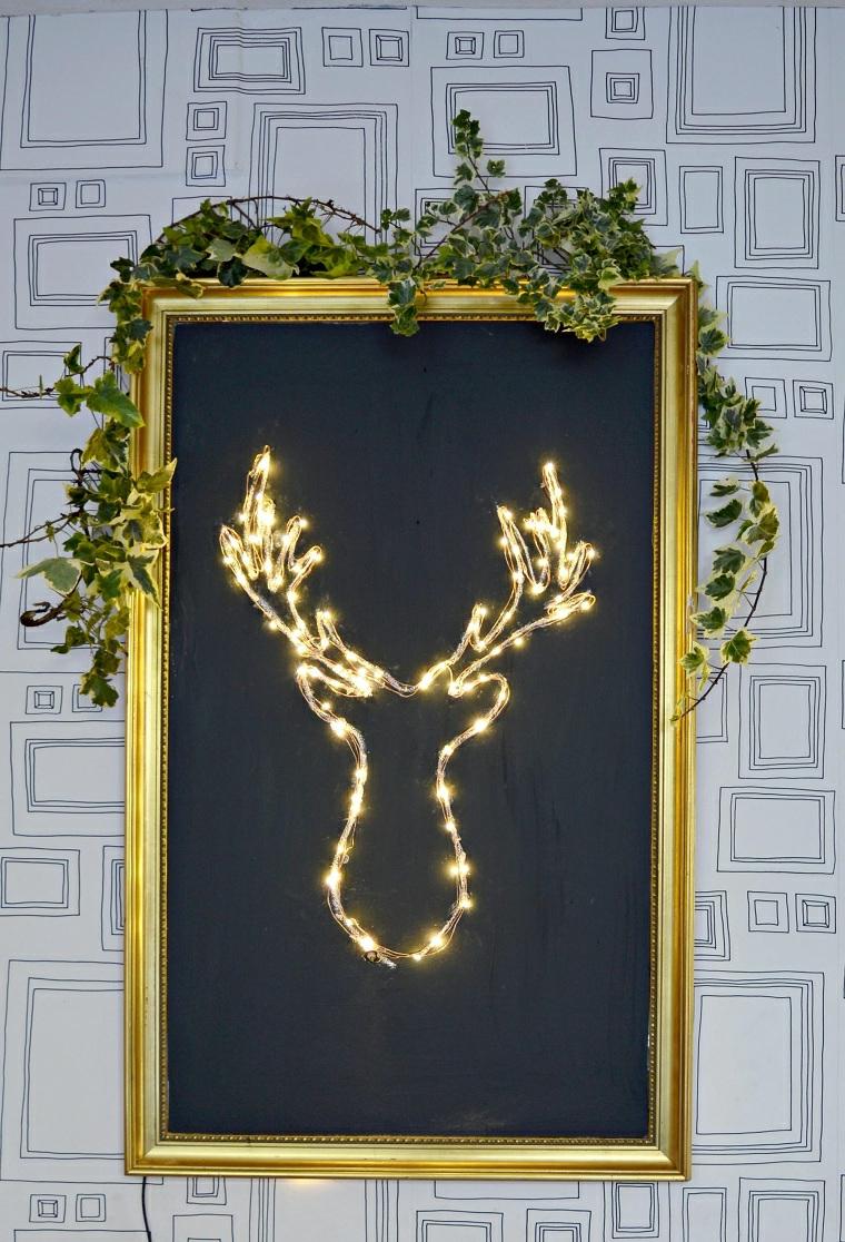 Idee regalo per donna, quadro con renna luminosa, pianta con foglie verdi