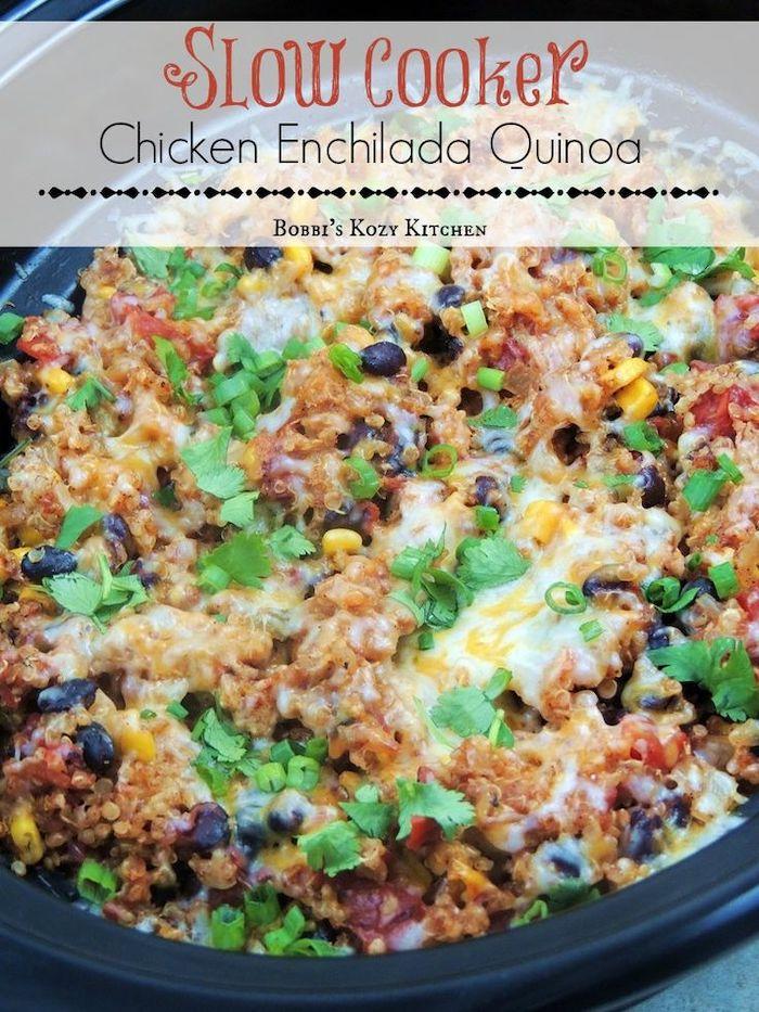 Pollo macinato con quinoa, cosa cucino oggi, padella con quinoa e verdure, prezzemolo tritato