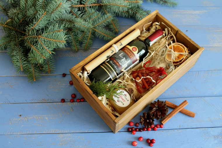 Rametti verdi e bacche, scatola regalo natalizia, idee regalo uomo 50 anni