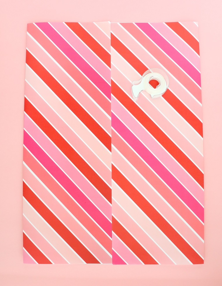 Foglio di carta colorata, nastro adesivo trasparente, come creare un sacchettino regalo, regali romantici per lei