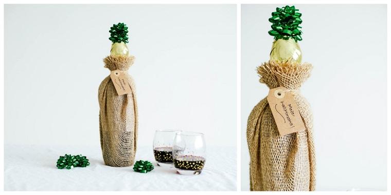 Idee regalo uomo 50 anni, bottiglia di vino con sacchettino, tappo con fiocco verde
