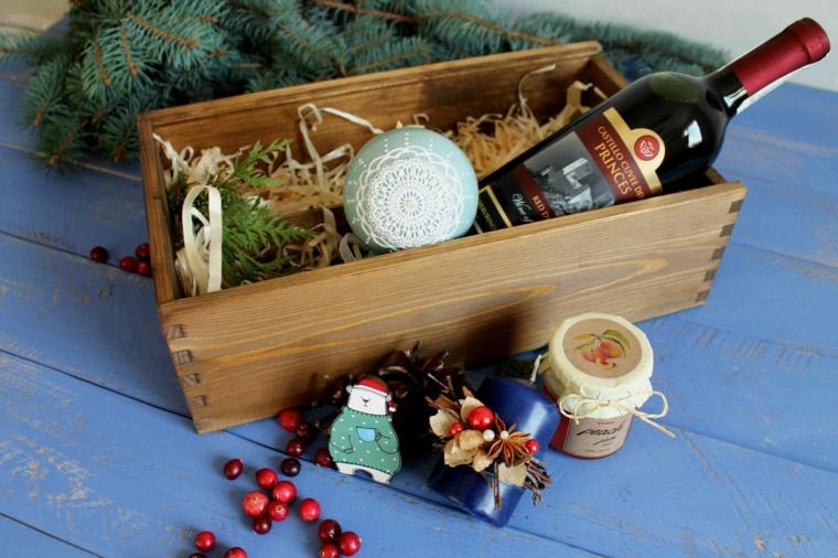 Cosa regalare a Natale per lui, scatola di legno con bottiglia di vino, scatola regalo natalizia