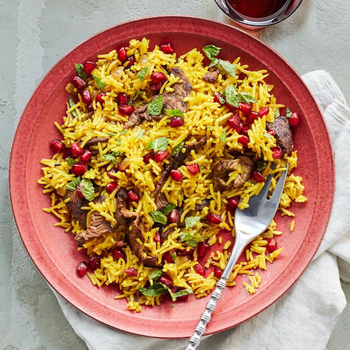 Riso allo zafferano con carne, bocconcini di pollo con riso, riso con melograno, ricetta per cena